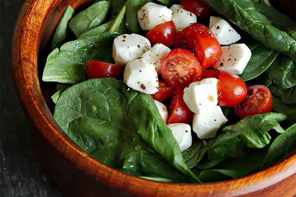 spinach with tomato and feta cheese