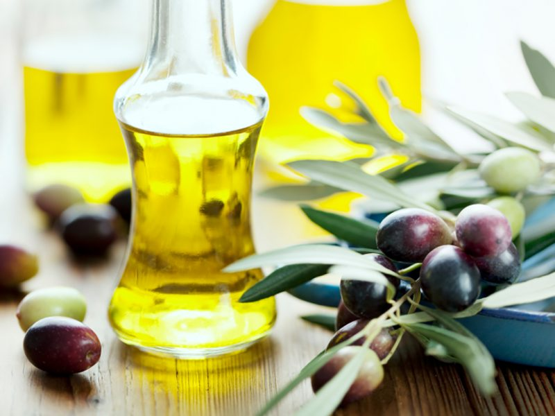 Make Hair Shiny and Strong with Extra Virgin Olive Oil
